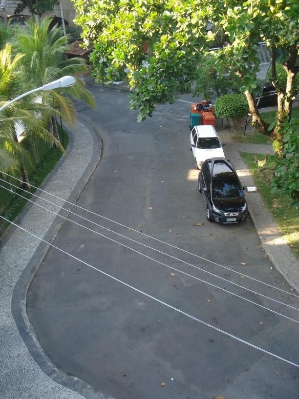 Rua e calçadas sequinhas